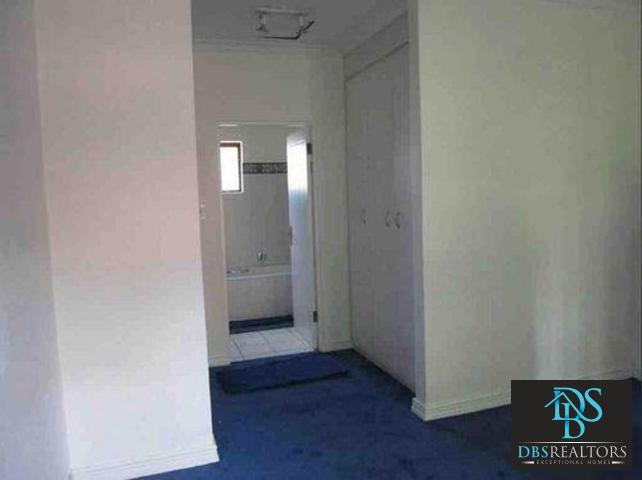 Houghton property to rent. Ref No: 3283115. Picture no 18
