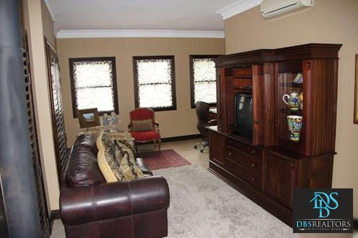Parkhurst property to rent. Ref No: 3228134. Picture no 14