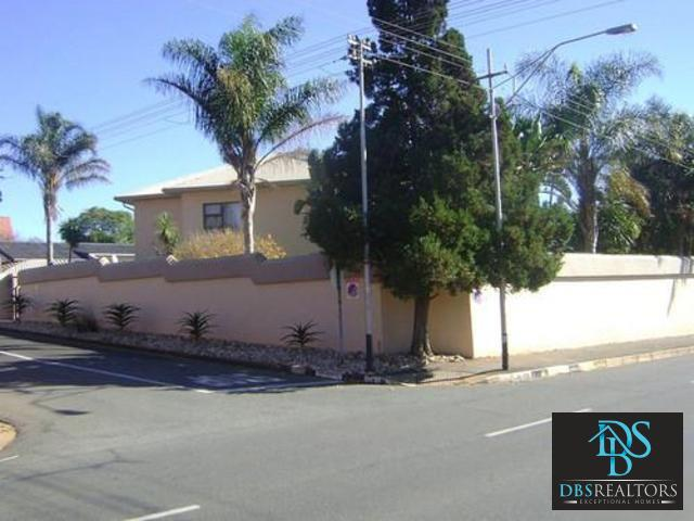 Sydenham property to rent. Ref No: 3228012. Picture no 3