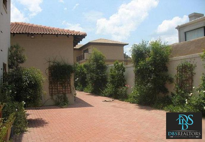 Woodmead property to rent. Ref No: 3294649. Picture no 15