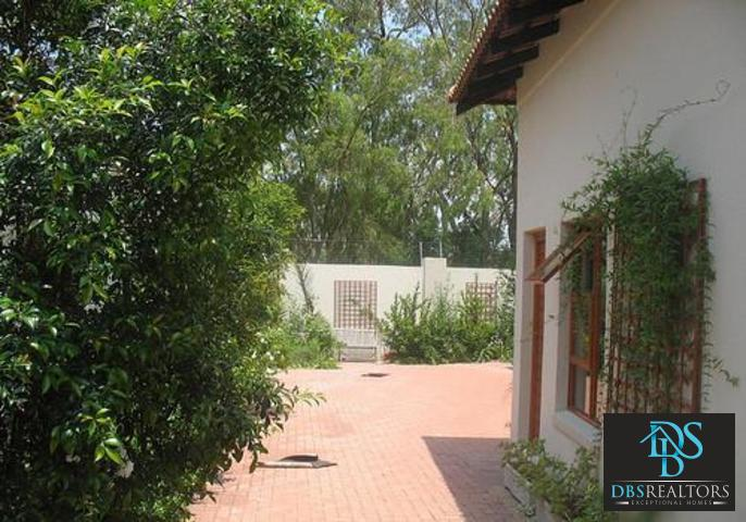 Woodmead property to rent. Ref No: 3294649. Picture no 14