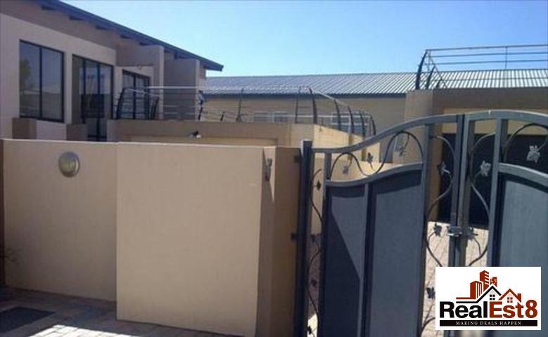 Sandown property for sale. Ref No: 3255029. Picture no 12