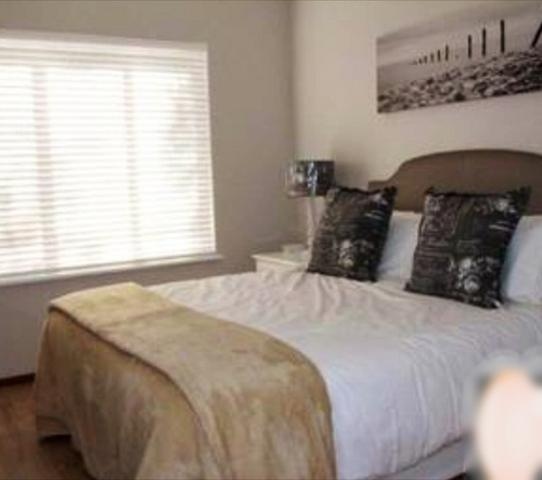 Melrose property to rent. Ref No: 3305487. Picture no 4