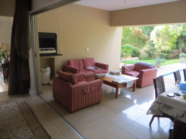 Bryanston West property to rent. Ref No: 13397642. Picture no 7