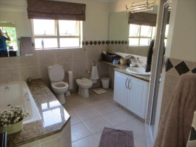 Bryanston West property to rent. Ref No: 13397642. Picture no 12