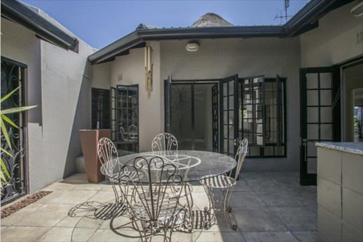 Morningside property to rent. Ref No: 3075894. Picture no 22