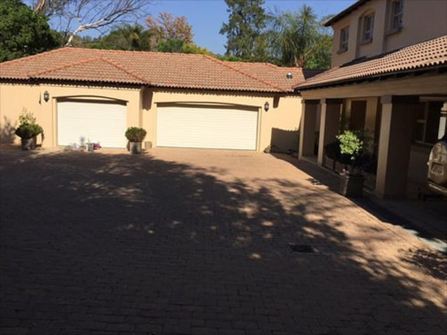 Bryanston West property to rent. Ref No: 13397642. Picture no 15